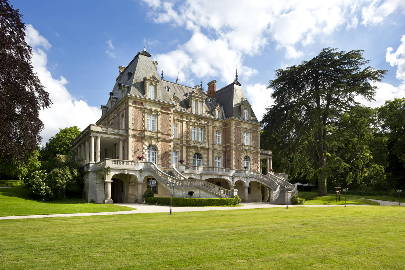 A tailored stay at ch teau bouff mont ch teau bouff mont for Chateaux in france to stay
