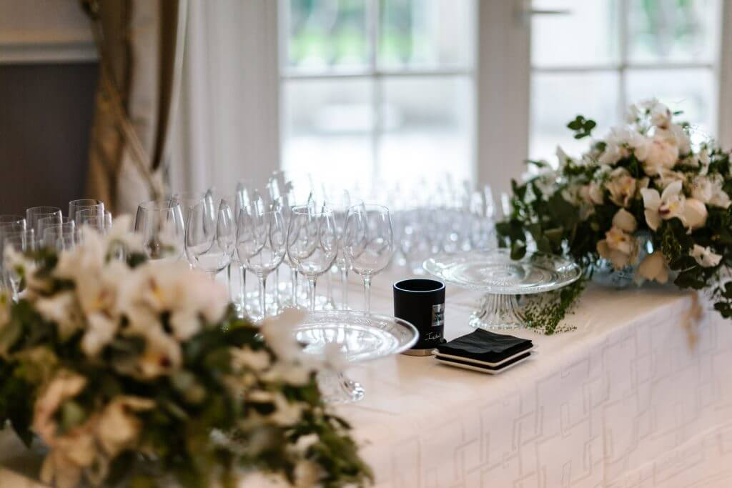 Decoration-glass-table